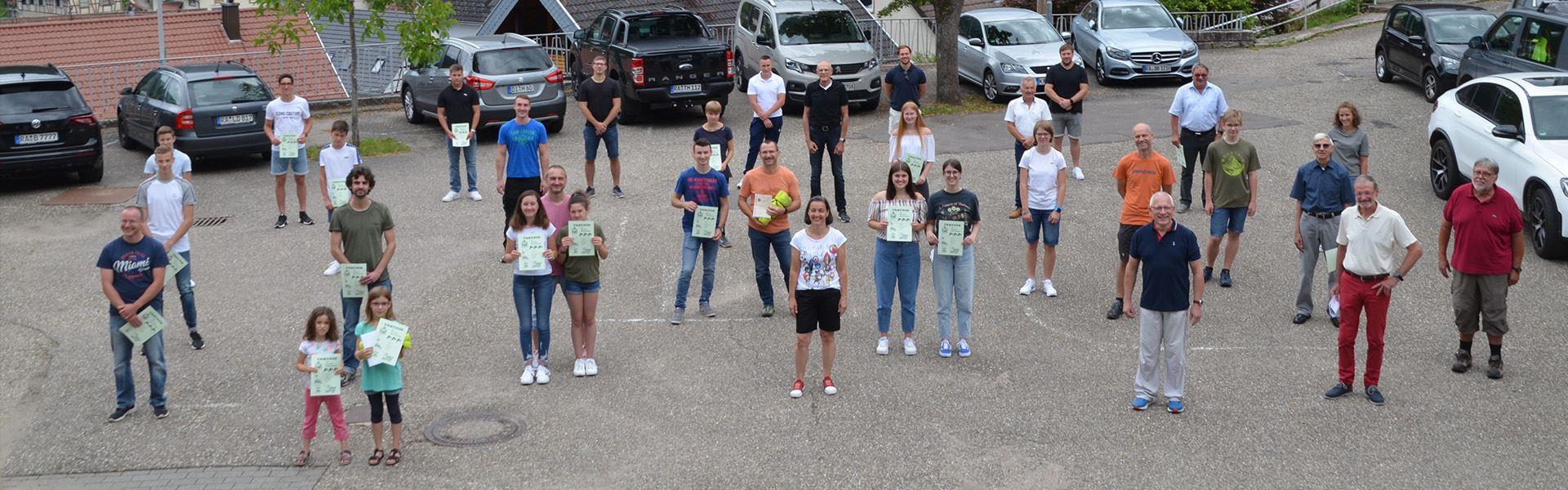 Gruppenbild mit allen geehrten Athleten