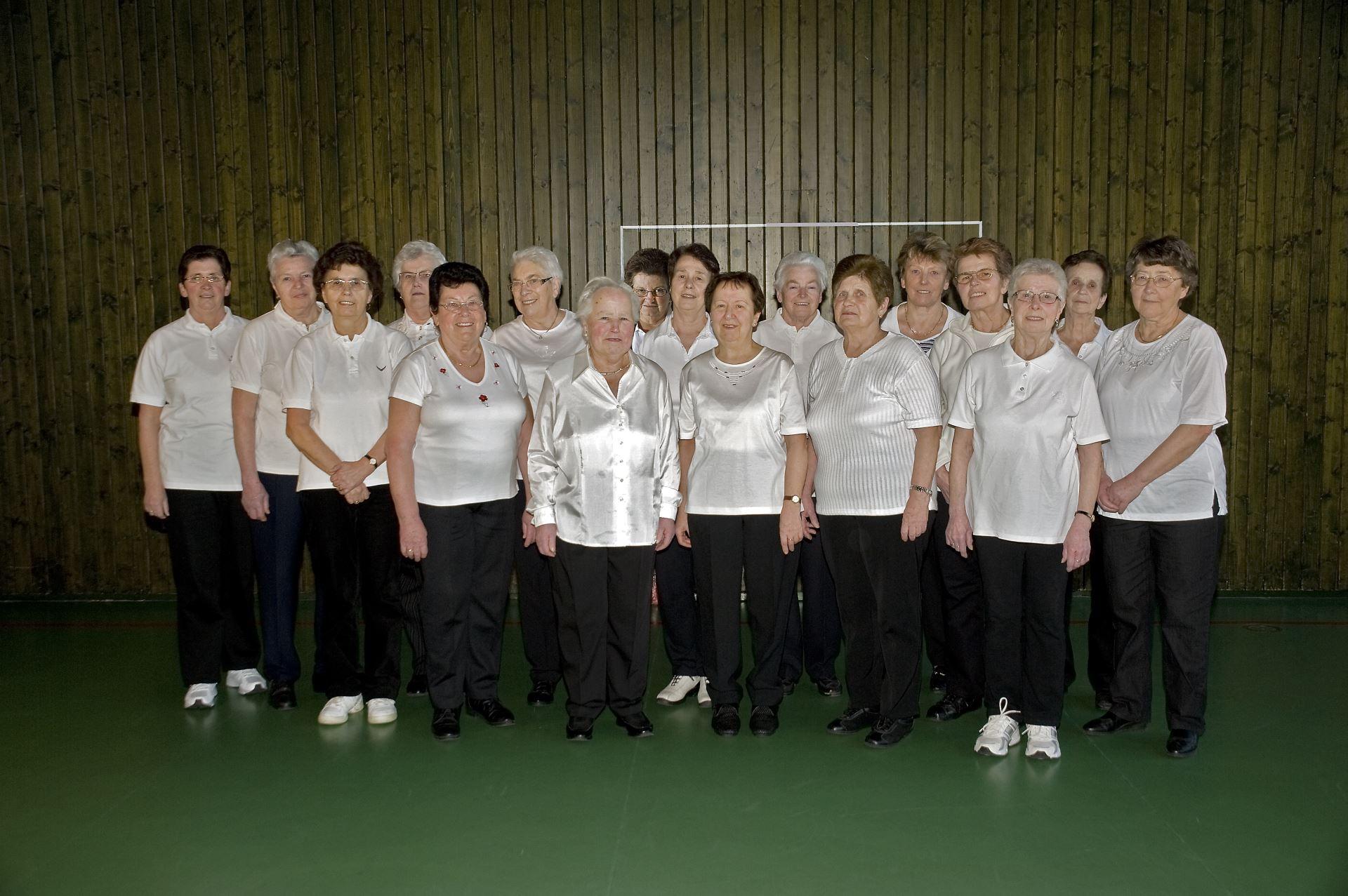 Hausfrauenturnen (Gruppe 1) im Jahr 2010 (01)