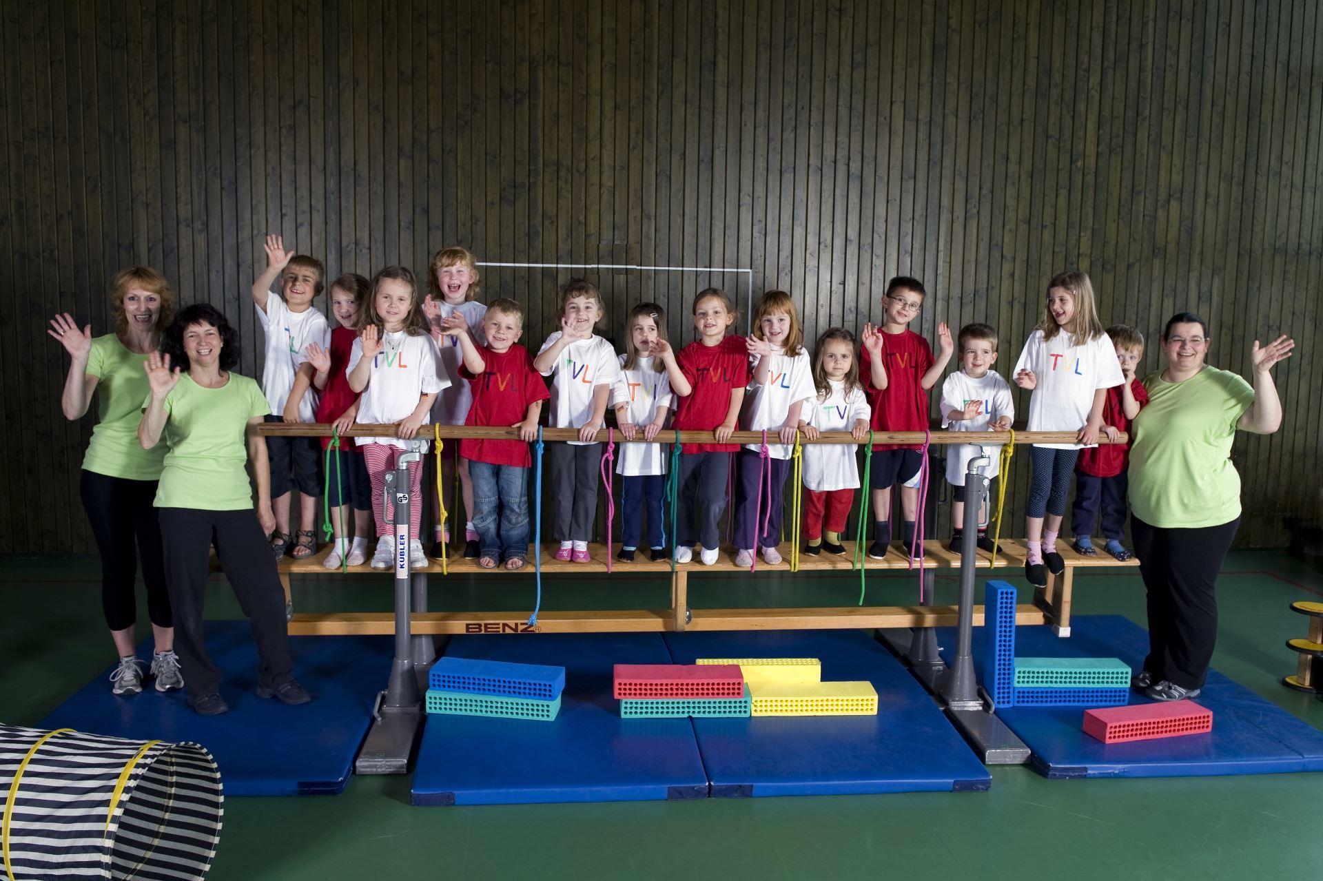 Kinderturnen im Jahr 2010 (01)