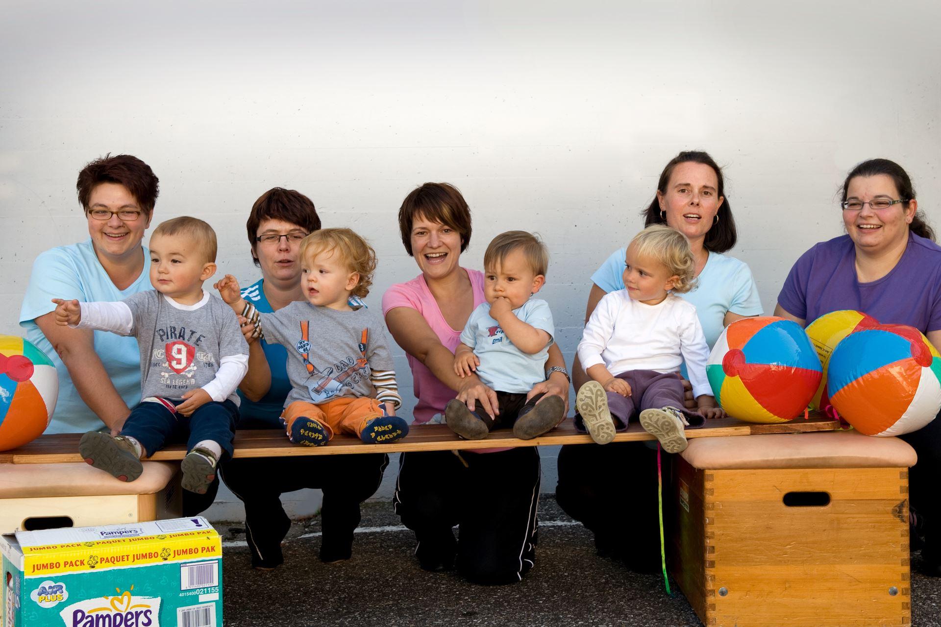 Mutter-Kind-Turnen im Jahr 2010 (02)