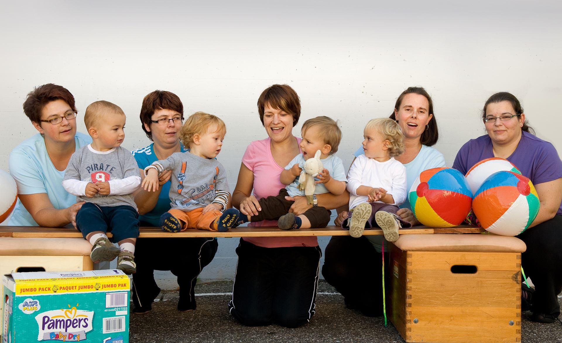 Mutter-Kind-Turnen im Jahr 2010 (03)